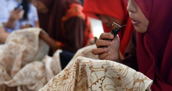 Kecamatan Dlanggu Mojokerto Belajar Membatik, oleh Sanggar Bening dan STAPA Center